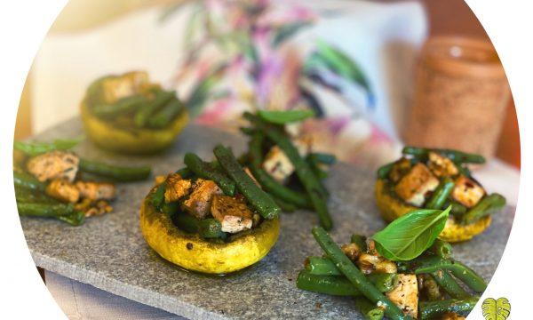 Champignon alla curcuma con fagiolini, noci e tofu croccante