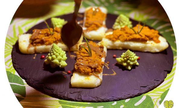 Crostoni di polenta con crema di carote arrosto e salsa alla nocciola