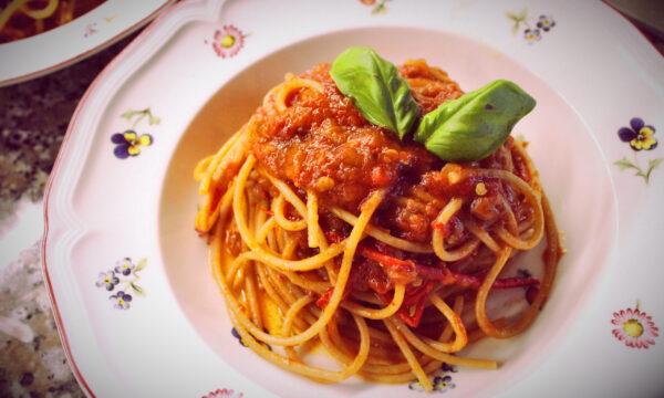 Spaghetti all'arrabiata con le melanzane